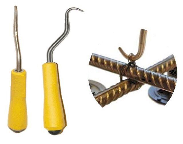 Универсальный инструмент для вязки арматуры – крючок на рукоятке