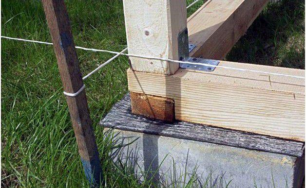 Независимо от типа фундамента, обвязка начинается только после обеспечения гидроизоляционной «отсечки»