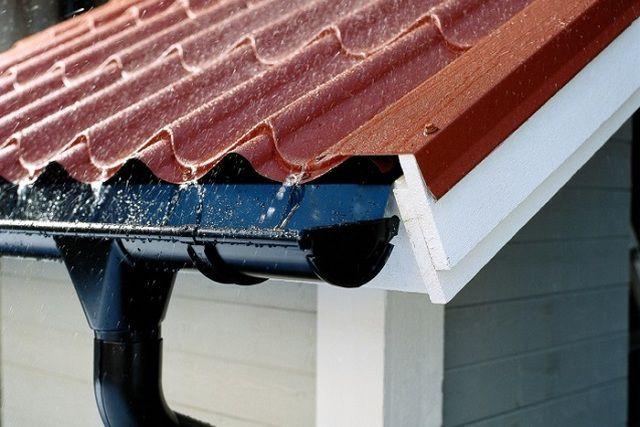 Без надежной системы водостока рассчитывать на долговечность фасадной отделки – не приходится