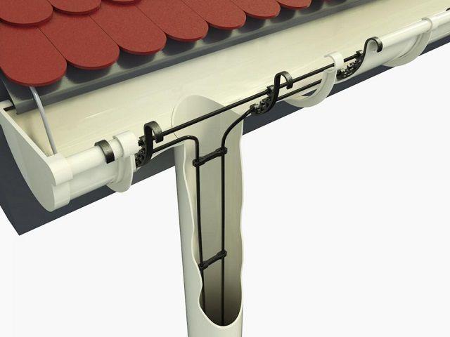 А в этом варианте кабельное «отопление» размещено еще и внутри водосточной трубы