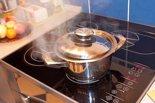Значение эффективной вентиляции кухонного помещения вообще трудно переоценить