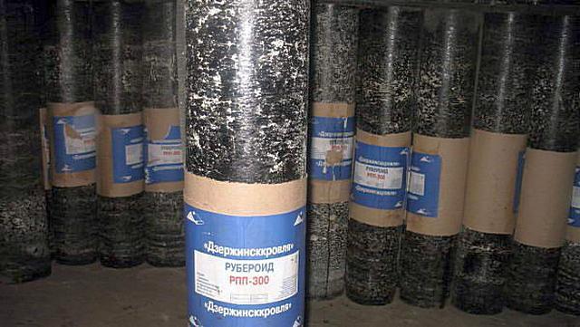 Рулоны рубероида с двусторонним пылевидным покрытием