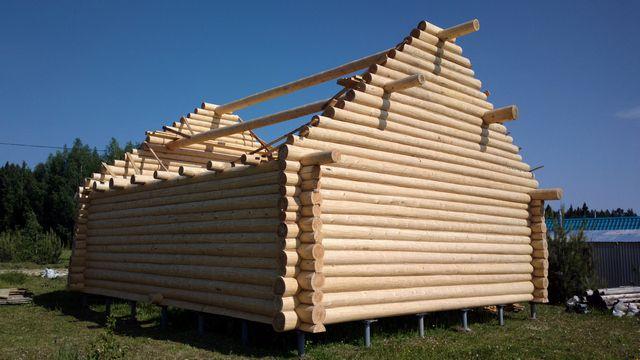 Рубленые фронтоны возводятся до начала основных работ по монтажу стропильной системы крыши