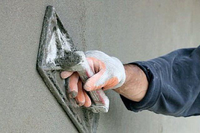 На последнем этапе оштукатуривания убираются все оставшиеся мелкие дефекты, а поверхность выводится до необходимой степени выглаженности
