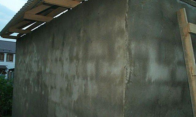Имеет ли смысл выводить до идеальной ровности стены незаметных постороннему глазу подсобных построек на участке?