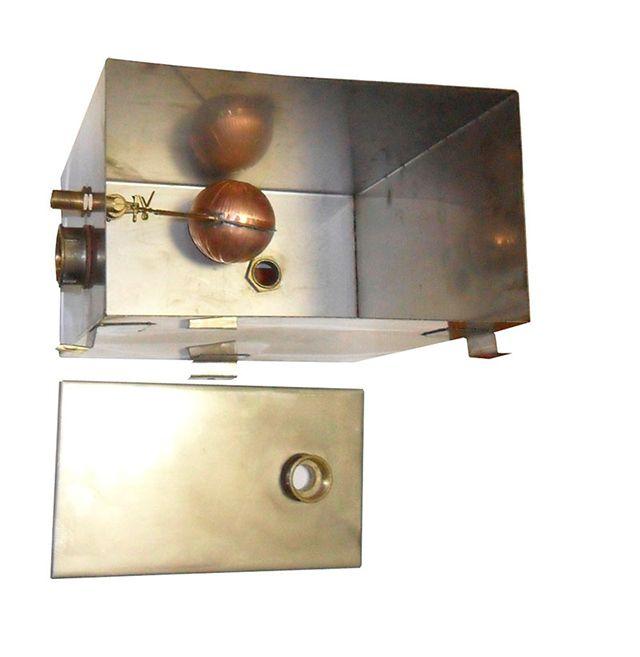 Бак для открытой системы отопления из нержавеющей стали с поплавковым клапаном, следящим за уровнем воды