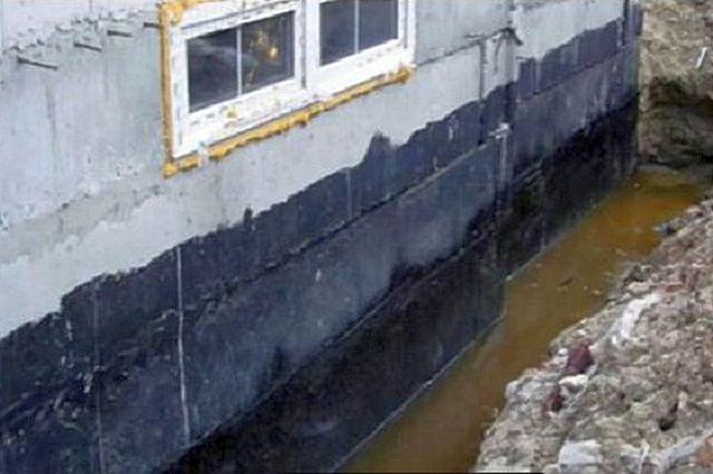 Дома на часто подтапливаемых участках, на грунтах с близким расположением подземных водоносных горизонтов, без системы дренажа никак не обойдутся