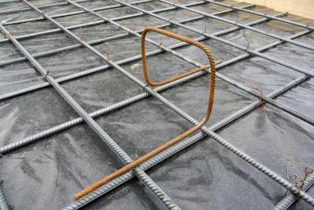 Подставка-«паук» для задания необходимого расстояния между решётками по высоте.