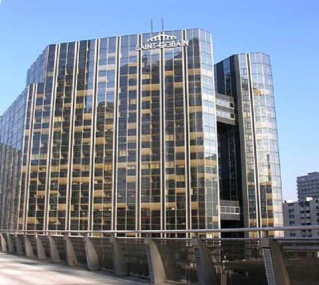 Впечатляющее здание главной штаб-квартиры «Saint Gobain» в Париже
