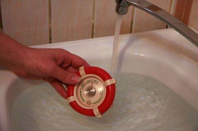 Необходимо правильно организовать мониторинг температурных показателей горячей воды – чтобы появилось основание для предъявления претензий к поставщику услуг