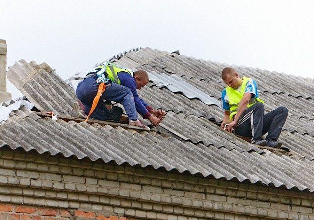 Чем заделать трещину в шифере на крыше?