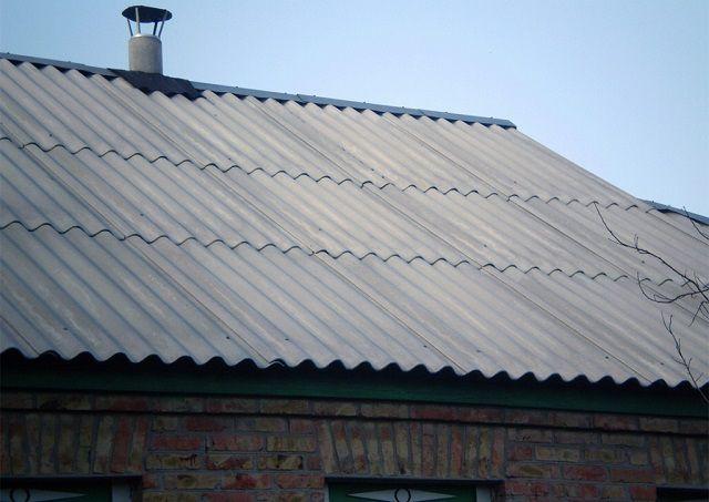 По меньшей мере два раза в год необходимо уделять время для внимательного осмотра шиферного покрытия крыши
