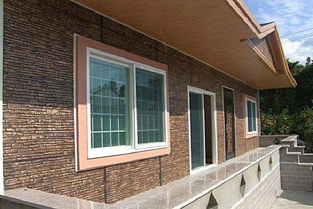 Декоративные качества фасадных панелей, безусловно, чрезвычайно важны, но не одни они должны предопределять разумный выбор такого материала