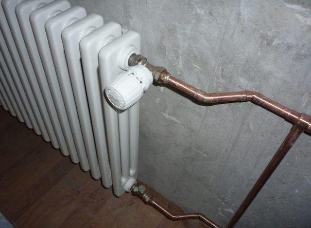 Наличие термостатического регулятора позволяет автоматически поддерживать в помещении заданную. Температуру. Но без байпаса и здесь не обойдешься