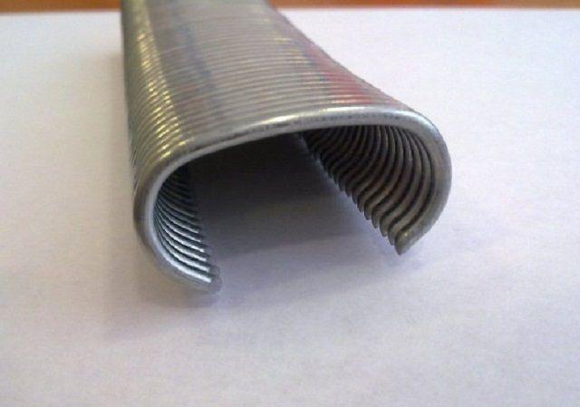 Пакет скоб для фиксации между собой стенок коробчатых габионов. Для монтажа требуется специальный степлер