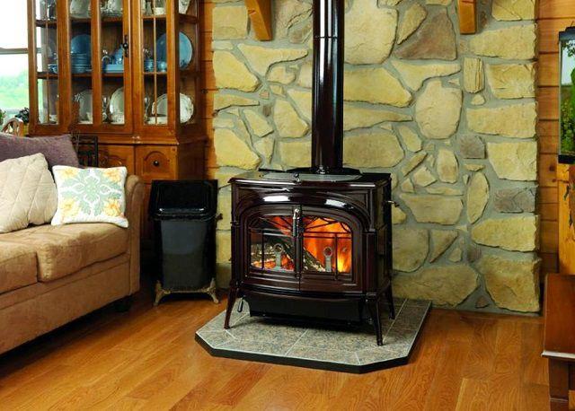 Под установку металлического камина на деревянном полу требуется подготовить несгораемое основание
