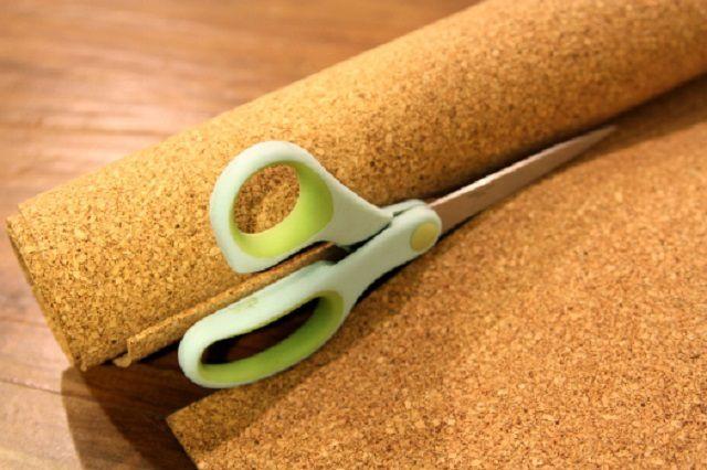 При всей своей прочности пробка легко поддается резке в нужный размер