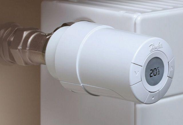 Электронные термоголовки позволяют предварительно выставлять температуру в помещении с точностью буквально до градуса