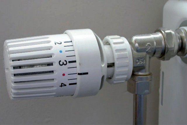 Рекомендуемое расположение термоголовки – по горизонтали, так, чтобы чувствительный сильфонный элемент не оказывался в потоке поднимающегося от трубы теплого воздуха.