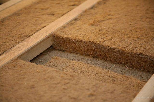 Древесноволокнистые утеплительные плиты между лагами перекрытия