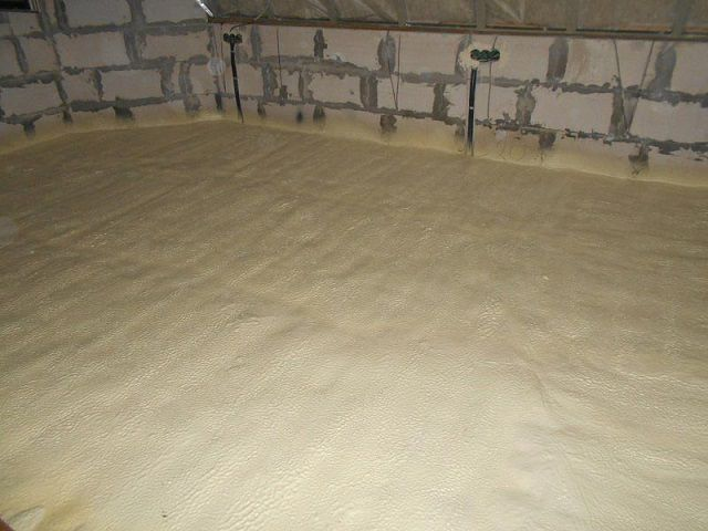 Чаще всего утепление строительных конструкций пенополиуретаном производится по технологии напыления