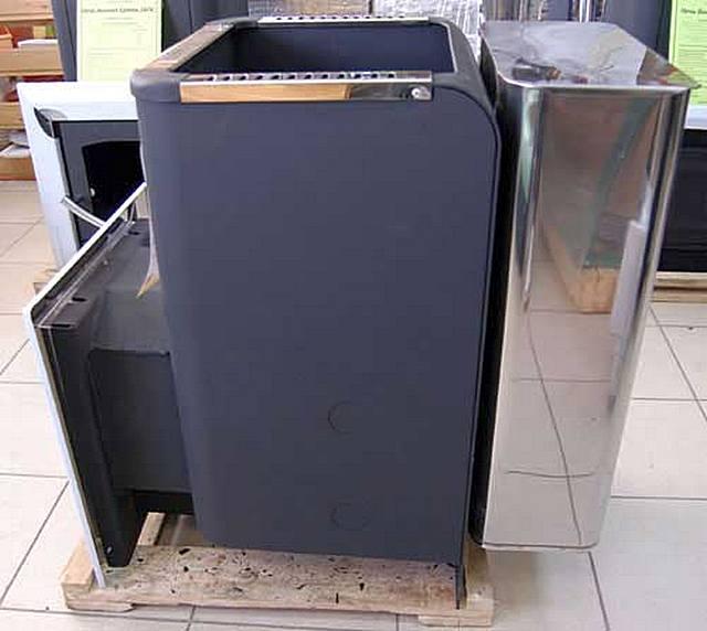 Банная печь «Ермак Люкс»: три стенки выполнены по типу конвекторов для обеспечения нагрева воздуха, а четвертая – служит для прямого теплообмена с навешенным водяным баком