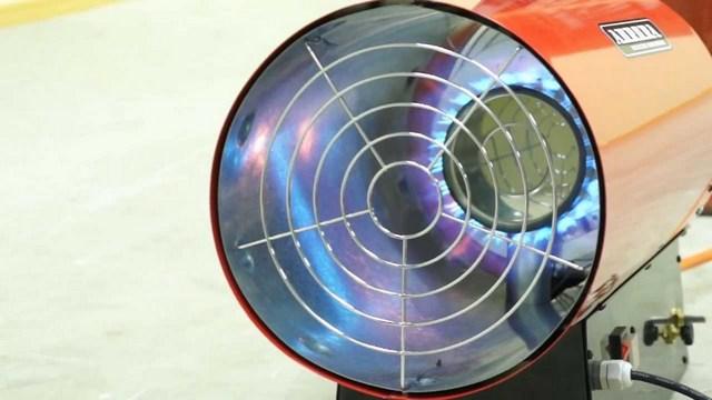 На фотографии хорошо показан незамысловатый принцип работы газовой тепловой пушки