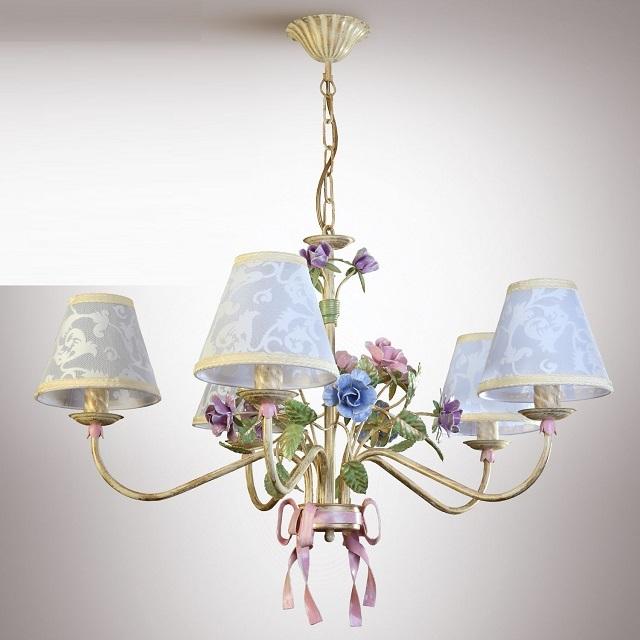 Такая люстра украсит интерьер, выполненный в стиле романтизма