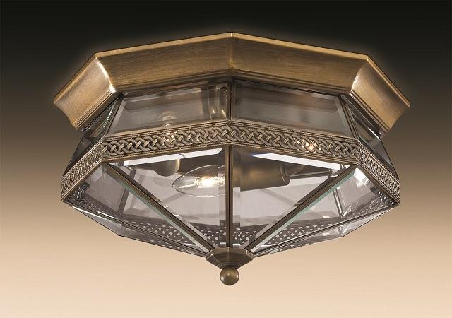 Светильник полностью прилегает тыльной стороной к поверхности потолка
