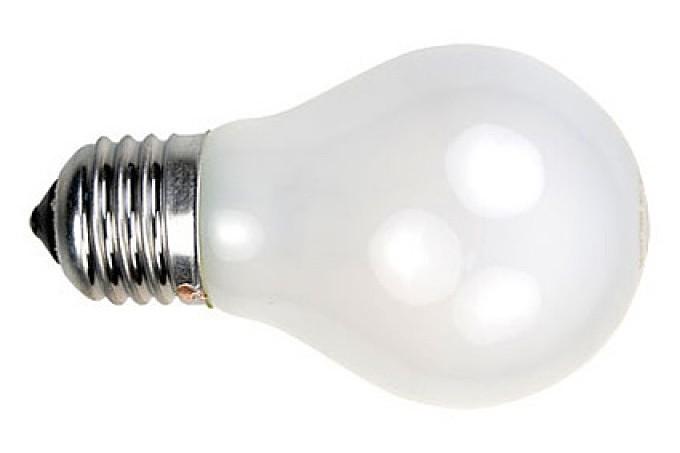 Лампа накаливания с матовой колбой. Цветовая температура 2700 °К («теплое» свечение). Класс энергопотребления – Е. Примерный срок службы – 1000 часов