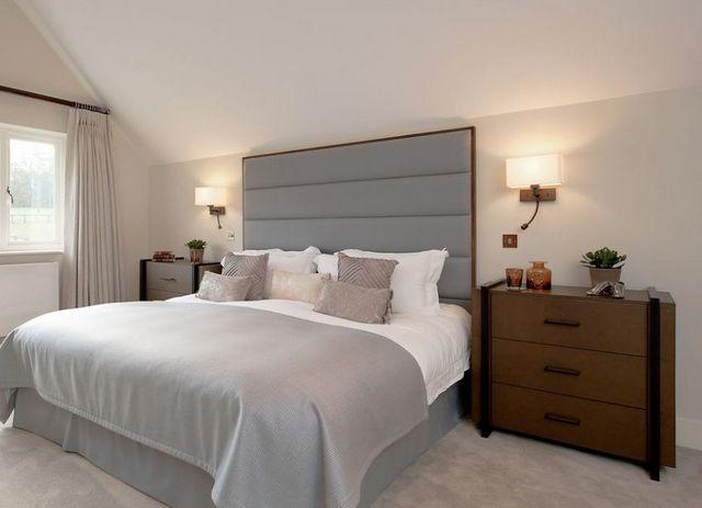 Типичное применение настенных бра – установка их в изголовье кроватей в спальных