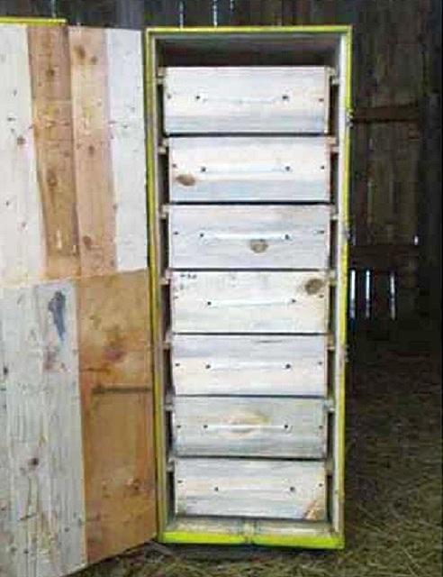 Каждая из кассет задвигается в общий корпус по расположенным по бокам полозьям