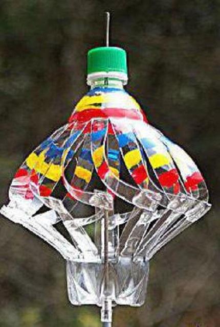 А этот флюгер вполне можно назвать «юлой» за очень сильное сходство с популярной некогда детской игрушкой