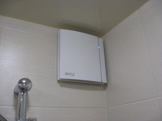 Современные вентиляторы в ванной могут иметь и такой необычный футуристический дизайн