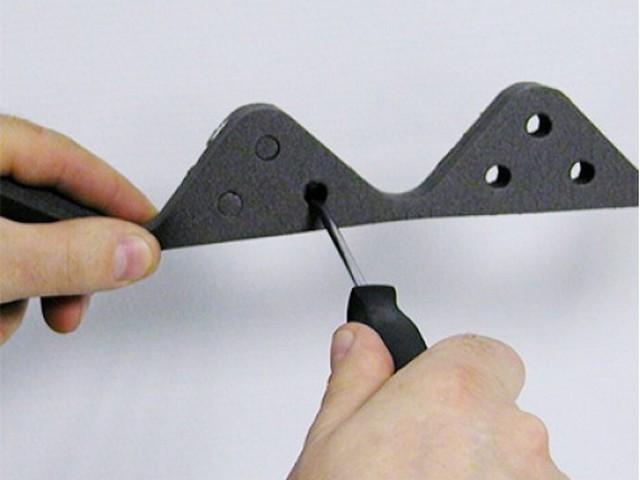 Универсальный заполнитель имеет вентиляционные отверстия, пробки из которых удаляются по мере необходимости