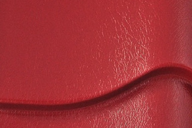 Пластизол создает на поверхности листа микрорельефное, как бы тисненое покрытие