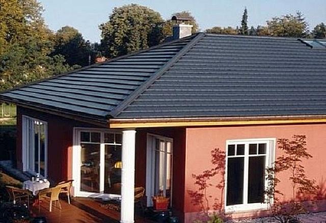 Очень многое при выборе кровельного покрытия зависит от крутизны скатов крыши дачного дома