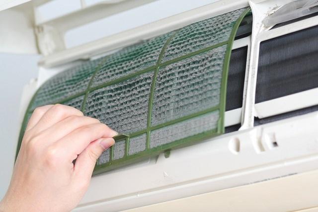 Решетки фильтра грубой очистки обычно очень просто снимаются и ставятся на место после промывки