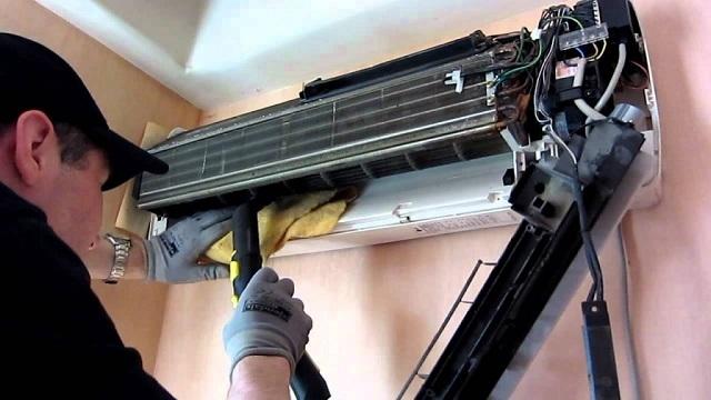 Очистка фильтров внутреннего блока и крыльчатки вентилятора с помощью пылесоса