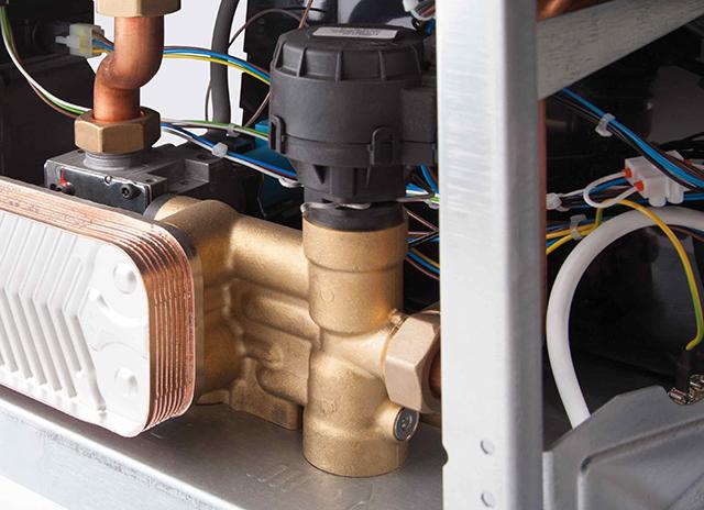 Трехходовой клапан с расположенным сверху сервомотором