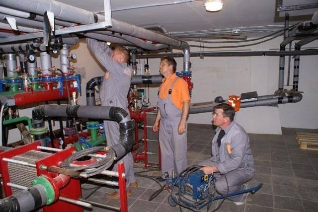 Проведение опрессовки системы отопления в теплопункте многоквартирного дома