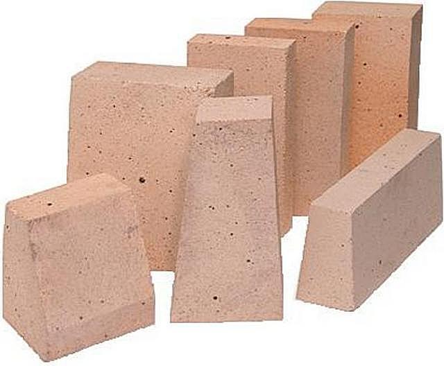 Разнообразие шамотных блоков – весьма широко, поэтому можно подобрать оптимальный материал для сложных по конфигурации топочных камер.