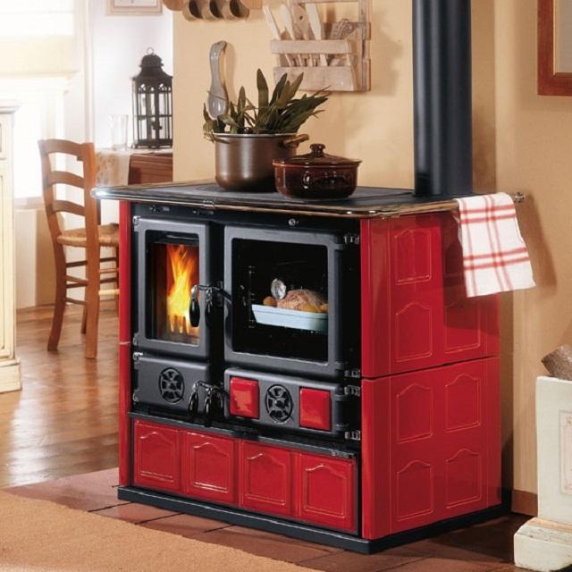 Согласитесь, что подобная печь вполне станет украшением интерьера помещения