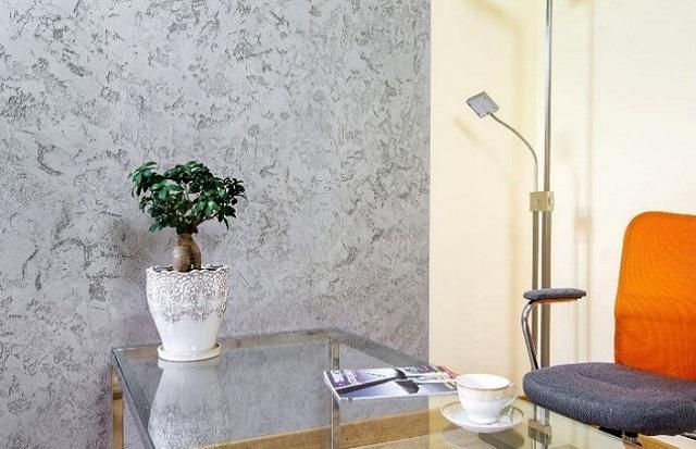 Если подходить к отделке с умом и фантазией, то, казалось бы, серый скучный цвет бетона вполне может стать очень даже выразительным фрагментом общего интерьера помещения