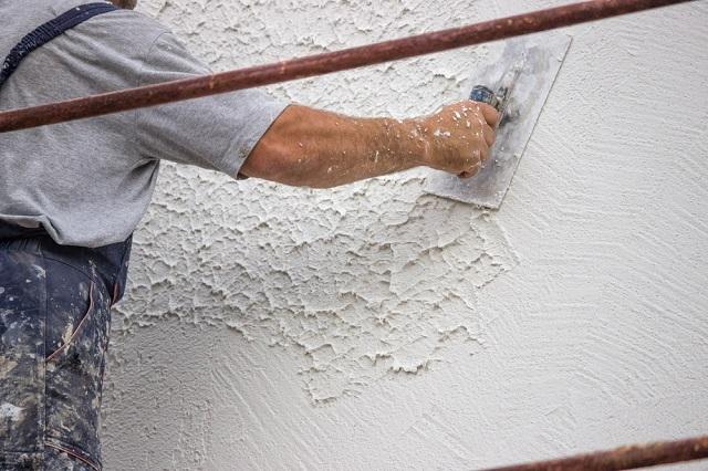 Техник нанесения рельефа на штукатурку «под бетон» - великое множество. Здесь открывается очень широкий простор для фантазии мастера