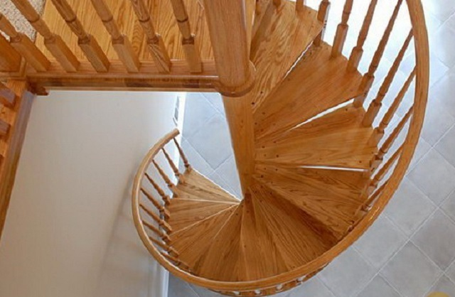 Можно установить и винтовую лестницу – предлагается готовый комплект модели К-005м