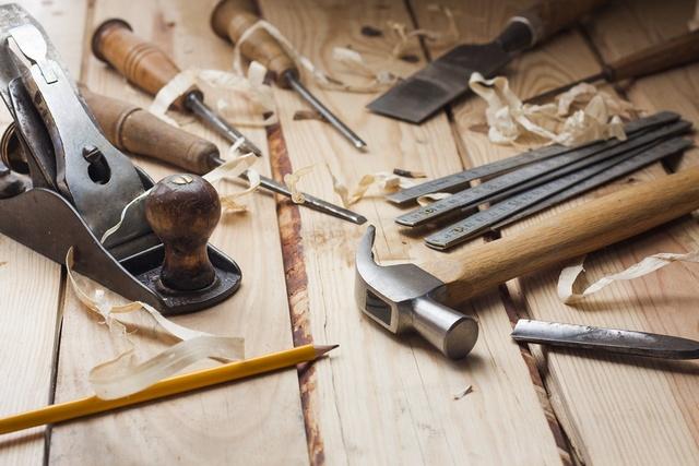 Большинство инструментов, необходимых для постройки деревянной лестницы, есть практически в каждом частном доме.