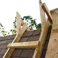 Как сделать складную лестницу на конек крыши: делаем самостоятельно лестницу для работы на крыше