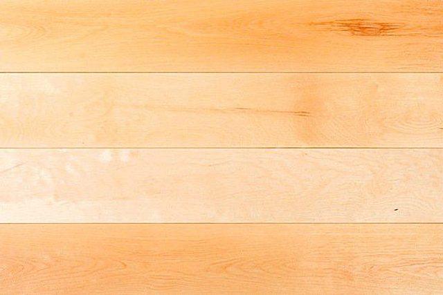 Характерные светлые оттенки кленовых досок