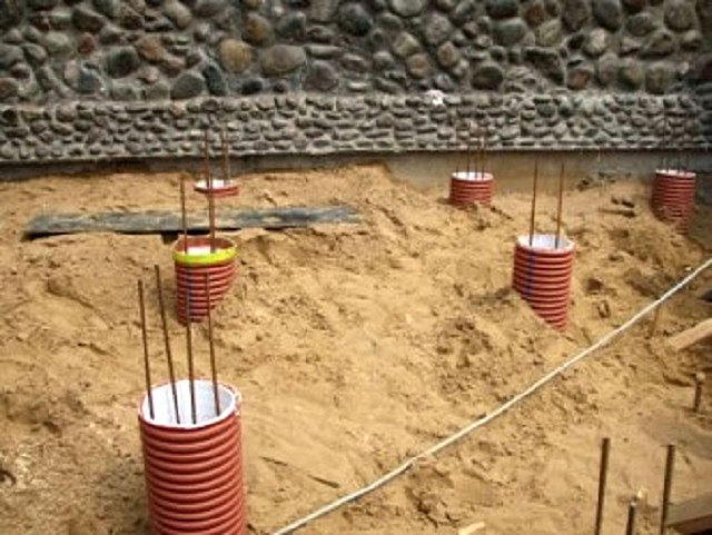 В качестве опалубочных цилиндров решено применить пластиковые гофрированные трубы